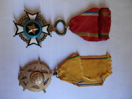 Deux Médailles De RCA: Unité, Dignité, Travail / Mérite Centrafricain - Medallas Y Condecoraciones