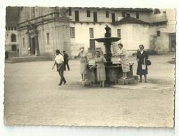 """4210""""LA FONTANA AL CENTRO DEL PIAZZALE DEL SANTUARIO DI OROPA(BIELLA) 29/8/1955""""   FOTO ORIGINALE - Luoghi"""