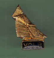 VOILIER *** YCLB *** 1018 - Boats