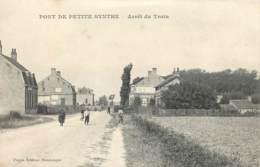 59 - PONT DE PETITE SYNTHE - Arrêt Du Train - Passage à Niveau - Autres Communes