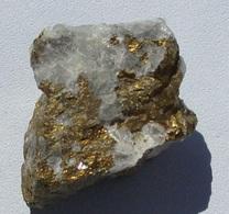 Fluorine Et Pyrite  (Tarn) - Minéraux