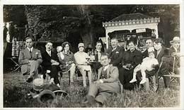 - Ref- B671 - Photo Train A Identifier - Groupe De Personnes - Café En Exterieur - Cafés - Tourniquet Cartes Postales - - Autres