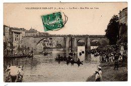 CPA Villeneuve Sur Lot 47 Lot Et Garonne Le Pont Une Fête Sur L' Eau éditeur Astruc - Villeneuve Sur Lot