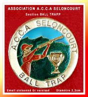 SUPER PIN'S ASSOCIATION CHASSE-TIR : A.C.C.A Section BALL TRAPP De SELONCOURT (Doubs) émail Cloisonné Or D=2,2cm - Asociaciones