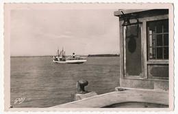 "CPSM - BLAYE (Gironde) - Le Bac ""Les Deux Rives"" Traversant La Gironde Au Médoc + Cachet Tireté - Blaye"