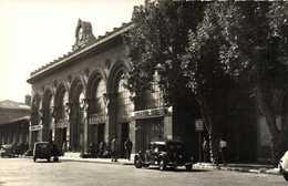 Cpsm Petit Format MARSEILLE  La Gare St Charles Voitures 11CV Juvaquatre 203 Peugeot RV - Station Area, Belle De Mai, Plombières