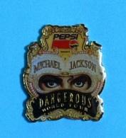 1 PIN'S  //  ** PEPSI PRESENTS / MICHAEL JACKSON / DANGEROUS WORLD TOUR ** - Personnes Célèbres