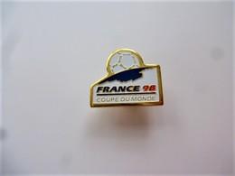 PINS SPORT FOOTBALL MONDIAL FRANCE 98 COUPE DU MONDE FOOT / 33NAT - Calcio