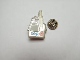 Beau Pin's En Zamac , Espace , SEP , Société Européenne De Propulsion , Safran Aircraft , Fusée Ariane , Vernon - Espace