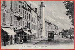 CPA 17 LA ROCHELLE - Le Quai Valin (Phare) ° J. Nozais - La Rochelle