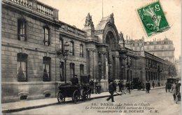 75 PARIS - Le Palais De L'Elysée - Le Président FALLIERES Sortant De L'Elysée En Compagnie De M. Doumer - Monument - Arrondissement: 08