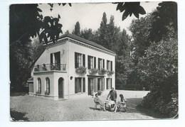 Garches Laboratoires Du Dr F. Debat Le Village Fleuri - Garches