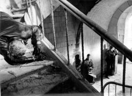 PHOTOGRAPHIE ORIGINALE  FILM LES AVANTURIERS AVEC LINO VENTURA ET SERGE REGGIANI FORMAT 18 X 13 CM - Foto's
