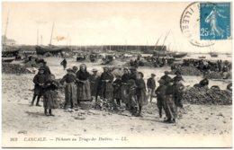 35 CANCALE - Pêcheurs Au Triage Des Huitres - Cancale