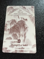 Hotelkarte Room Key Keycard Clef De Hotel Tarjeta Hotel  SHANGRI - LA  A MANILA  Light Violett - Phonecards