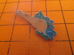 1615c  Pins Pin's / Rare & TB état / THEME : PIN-UPS / FEMME SANS CULOTTE (ou Une Très Petite !) PLONGEANT DANS L'EAU - Pin-ups