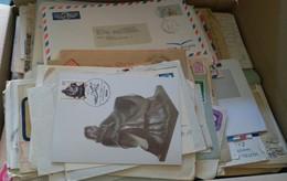 Worldwide/Alle Welt: Ca. 700-800 Briefe Und Karten, Ganzsachen, Ansichtskarten, Luftpost - Entires, Ppc, Airmail - Vrac (max 999 Timbres)