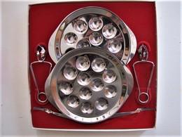 SERVICE DEUX COUVERTS A ESCARGOTS EN INOX - 34 X34 X 5 Cm. - C7 - Dishes
