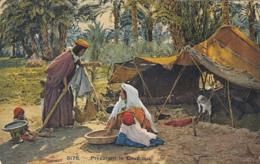 CPA ETHNICS, AFRIKA, WOMEN PREPAIRING COUSCOUS, CHILDREN, GOAT - Afrique