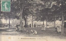 02 / Bergues Sur Sambre : Place Publique       ///   REF  JUIN .19  / N° 8861 - Other Municipalities