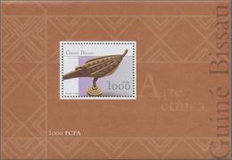 Thematik: Kunsthandwerk / Arts And Crafts: 2001, Guinea-Bissau: ARTS AND CRAFTS, Souvenir Sheet, Inv - Künste