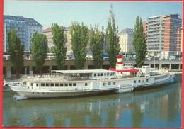 """Wien, Donaukanal-Restaurantschiff """"DDS Johann Strauss"""" - Wien Mitte"""