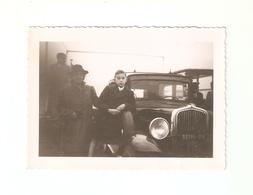 FO--00147-- FOTO ORIGINALE - AUTO NON IDENTIFICATA - BAMBINI CON MAMMA - Automobili