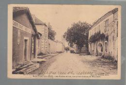 CPA (32) Montfort-du-Gers  -  Ecoles Et Rue - Vue Prise De L'avenue De Mauvezin - Other Municipalities