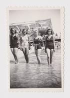 #38907 Vintage Orig Photo Four Sexy Leggy Lady Woman W/Swimwear Maillot Summer Beach Pose - Personas Anónimos