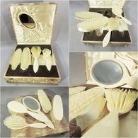 ~ COFFRET NECESSAIRE DE COIFFURE - Coiffeur Cheveux Peigne Brosse - Accessoires