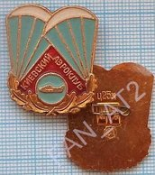 USSR / Badge / Soviet Union / UKRAINE. Kiev Flying Club. Aviation. Parachute 1980s - Paracaidismo