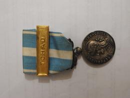 Médaille D'outre-mer Avec Agrafe Tchad - Francia