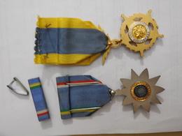 Deux Médailles De RCA: Unité, Dignité, Travail / Mérite Postal - Medallas Y Condecoraciones