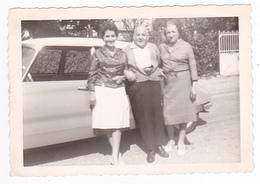 Photo Originale De 2 Femmes Et 1 Homme Devant Une Citroën DS Ou ID - Cars