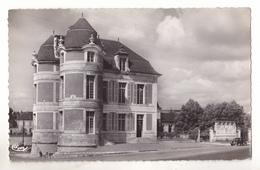 COURSON LES CARRIERES DANS L'YONNE LA MAIRIE ET LE MONUMENT  CARTE  CIRCULEE - Courson-les-Carrières