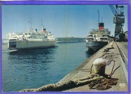 Carte Postale 62. Calais Les Ferry-boat Free Enterprise 1  Et Invicta   Grue Très Beau Plan - Calais