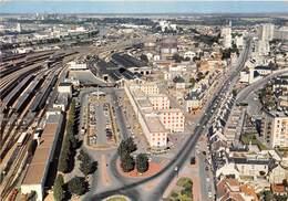14-CAEN- VUE GENERALE LA PLACE DE LA GARE ET LA RUE D'AUGE - Caen