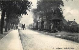 Belgique - La Panne - Stoomtram  - Le Tram - Route De Furnes Et Un Attelage - De Panne