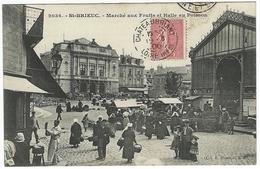 Saint ST-BRIEUC - Marché Aux Fruits Et Halle Aux Poissons. Très Animée - Saint-Brieuc