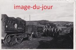 Photo Ancienne  CAMION MILITAIRE REMORQUE A CHENILLES A IDENTIFIER MARQUAGE TRANSMISSION T.S.F - Guerre, Militaire