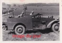 Photo Ancienne  CAMION MILITAIRE TRANSMISSION T.S.F MANŒUVRE AU CAMP DE MUNSINGEN - Guerre, Militaire