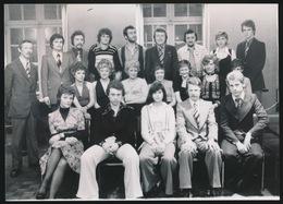 ERTVELDE     FOTO 1974 = 18 X 12.8 CM == NIEUWE FRANSE EN BELGISCHE MODELIJNEN V/H KAPSEL MET TAELMAN UIT ERTVELDE - Evergem