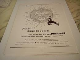 ANCIENNE PUBLICITE PARTOUT SOUS LE SOLEIL  AVION DOUGLAS 1955 - Advertisements