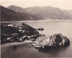 TAORMINA TAORMINE SAN AGOSTINO Vue Du CAP SAINT ANDRE 1926 Photo Amateur Format Environ 7,5 Cm X 5,5 Cm SICILIA - Lieux