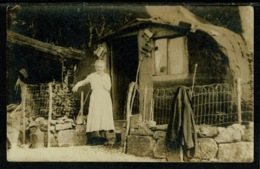 Ref 1303 - Early Ethnic Social Real Photo Postcard - Old Woman Outside Cabin - Helensburgh Argyll & Bute - Europe