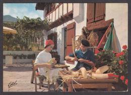 84039/ PYRENEES, Pays Basque, La Fabrication Des Chisteras - Non Classés