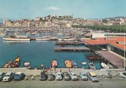CANNES (06). Port Et Mont Chevalier. A Droite: Gare Maritime. Voitures: Renault 4Ch, Dauphine (Transports: Automobile) - Cannes