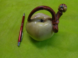Pomme En Porcelaine  Pour Calva Avec Son Bouchon - Autres Collections