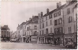 77 COULOMMIERS - La Place (du Marché) - CPSM - Animée - Voiture 4CV, Goulet-Turpin, Coulommiers-Moto, Etc. - Coulommiers