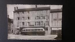 SAINT ANTHEME AUTOCAR HOTEL DE VOYAGEURS STATION ESSENCE 1954 AUTOBUS PLACE DES AUTOBUS - Altri Comuni